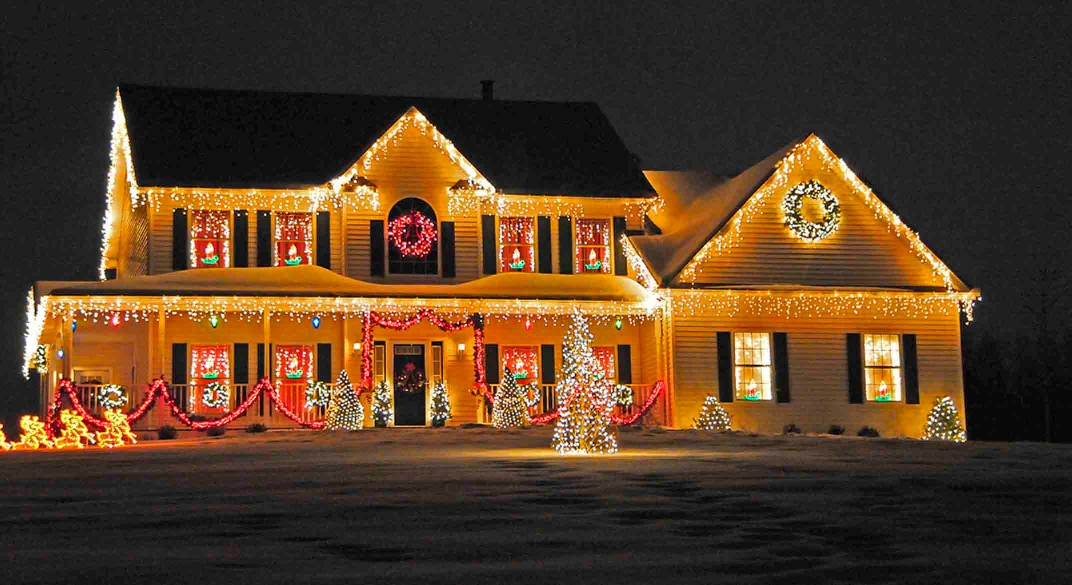 Decorations xmas tree decorations ideas neighbor still has Pictures of houses decorated for christmas outside