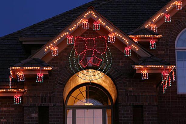holiday lighting dailey maintenance llc - Christmas Outdoor Spotlights